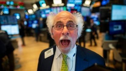 恐懼時刻「撿便宜」 投資人如何搶先布局?6大類潛力股報你知!(圖:AFP)