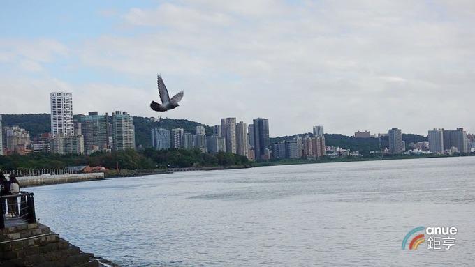 北台灣新建案市場交易續走軟 住展風向球燈號藍燈連二閃。(鉅亨網記者張欽發攝)