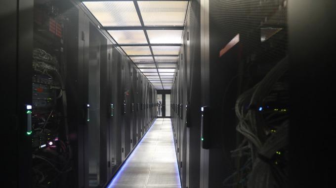 外資重申看好資料中心需求,喊升緯穎目標價至845元。(圖:AFP)
