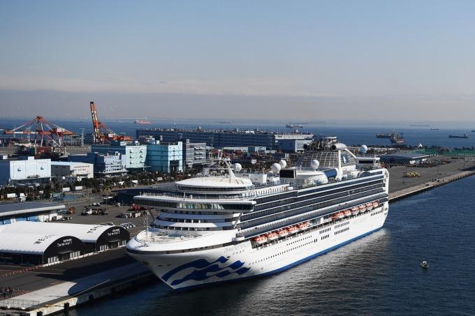 停靠在日本橫濱港的鑽石公主號遊輪 (圖片:AFP)