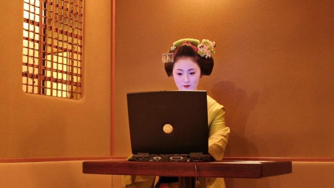 防武漢肺炎 多家日本大型企業宣布採遠距上班 (圖片:AFP)
