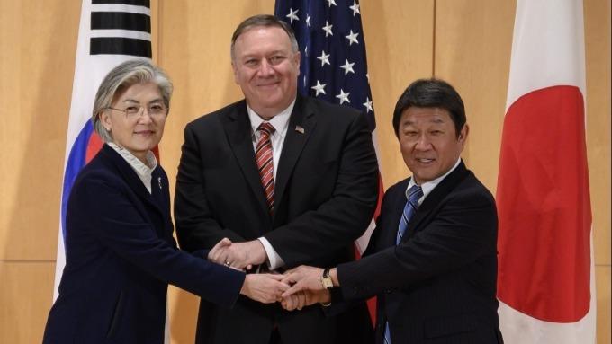 日韓雙邊會談 南韓呼籲日本迅速結束出口限制(圖:AFP)