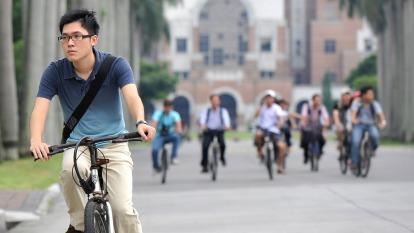 僑外生留台工作再鬆綁 今年評點制開放2500名額。(圖:AFP)
