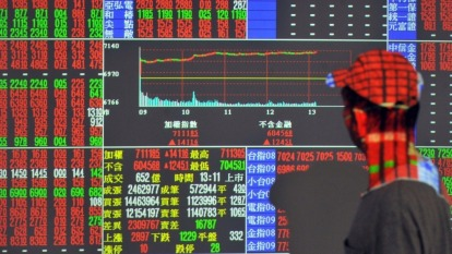 武漢肺炎產業衝擊陸續浮現 多空角力待明日台指結算。(圖:AFP)