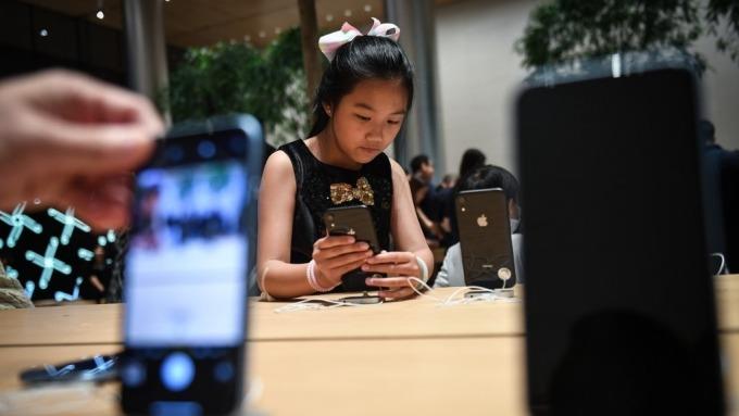 傳蘋果3月31日將辦特別活動 發表平價機種iPhone SE 2(圖:AFP)