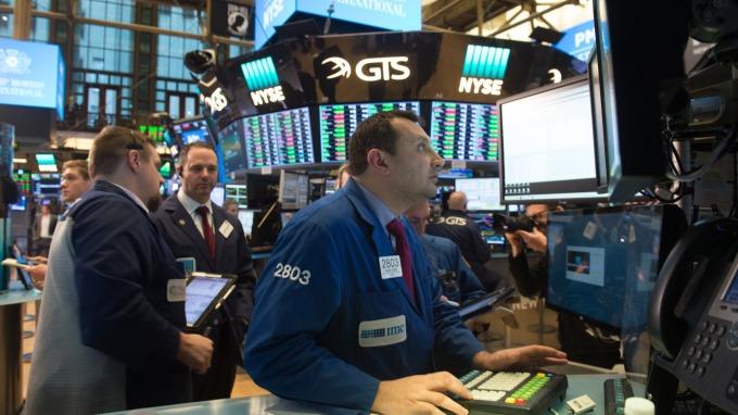 「買進買權」成交量爆衝 預示跌勢將近? (圖:AFP)