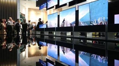 LG Display廣州廠量產延宕 全球OLED面板供應拉警報(圖片:AFP)