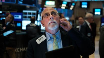美元指數直逼100,美股後市引發分析師討論。(圖:AFP)