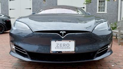隨著 5G、電動車等新應用興起,對功率半導體需求增溫。(圖:AFP)