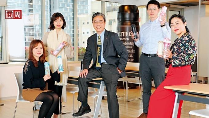 皇冠金屬總經理吳昇澤(中)。(圖:攝影者程思迪/商周提供)
