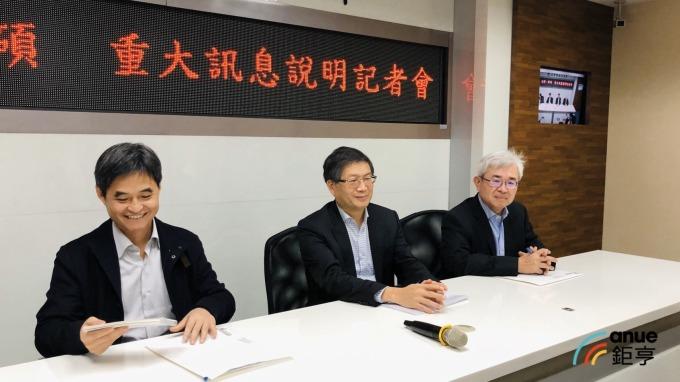 左一為文曄董事長鄭文宗、中為祥碩董事長沈振來、右一為祥碩總經理林哲偉。