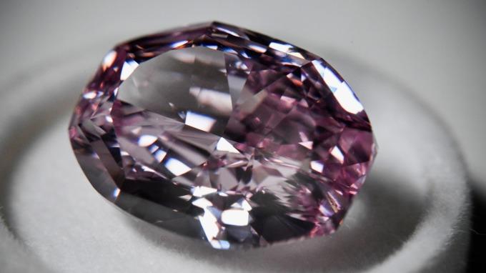 戴比爾斯去年獲利探十年新低 鑽石業危機浮現?(圖:AFP)