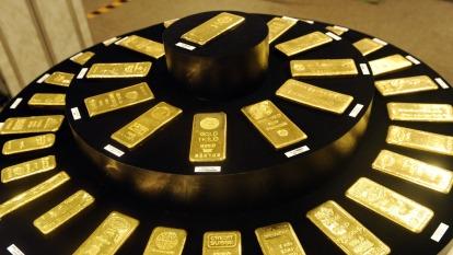 避險情緒助黃金急升 一度上漲2% 亞股、美股期貨承壓(圖:AFP)