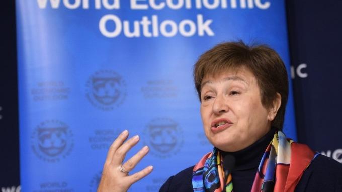 IMF:疫情使全球復甦變脆弱 估中國全年成長降至5.6% (圖:AFP)