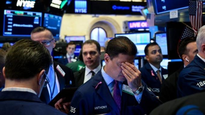 肺炎疫情恐全球大爆發,全球股市殺聲隆隆。(圖:AFP)