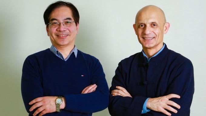 智邦執行長馬思睿(Edgar Masri)(右),及研發中心資深副總經理李寬澤(左)。(智邦提供)