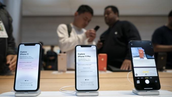 瑞銀:疫情衝擊 蘋果1月iPhone在中國銷售較前月大跌 (圖:AFP)