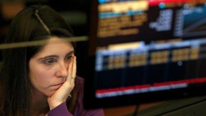 德美公債殖利率曲線趨平,市場最依賴的衰退警報蠢動。(圖:AFP)
