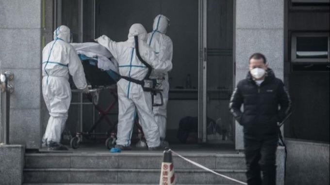 穆迪經濟學家警告,武漢肺炎若大流行,全球經濟可能衰退。(圖:AFP)