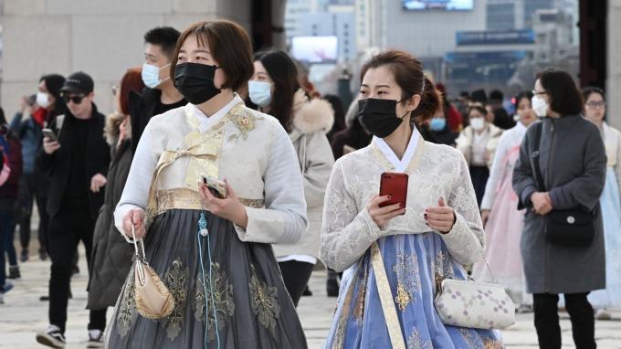 南韓單日激增284例確診 疫情預警上調至「嚴重」最高級別 (圖片:AFP)