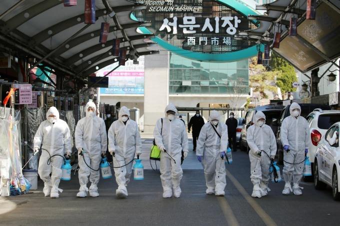 南韓單日激增 284 例確診 疫情預警上調至「嚴重」最高級別 (圖片:AFP)