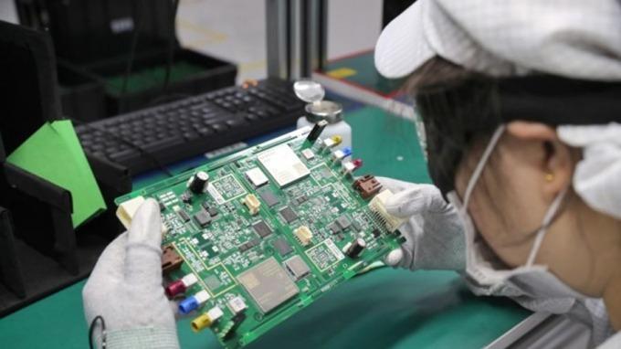 武漢肺炎疫情可能扼殺晶片業脆弱的復甦。(圖:AFP)