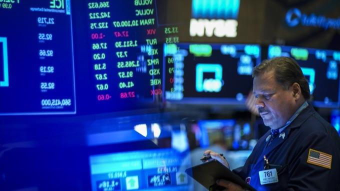 〈美股盤後〉道瓊上沖下洗震盪收黑 連三日跌逾 2000 點。(圖片:AFP)