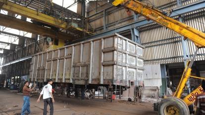 工廠停擺零件短缺!疫情打亂印度供應鏈 (圖片:AFP)