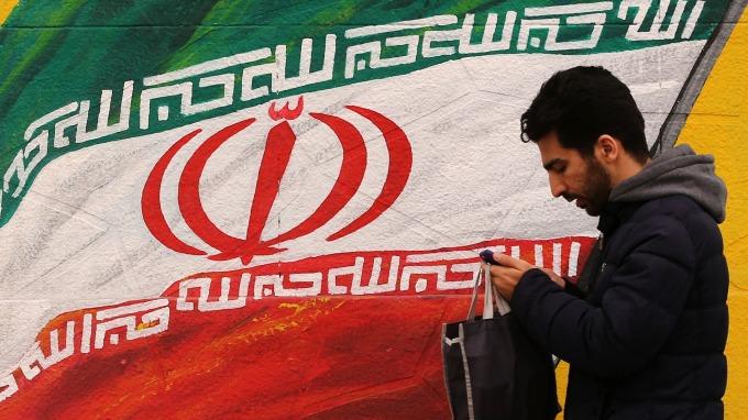 單日新增8死 伊朗宣布明起停課三天 (圖:AFP)