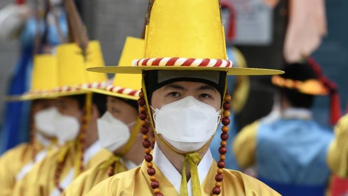 武漢肺炎疫情更新:南韓首例監獄囚犯確診 美國證實社區傳播 冰島也淪陷。(圖片:AFP)