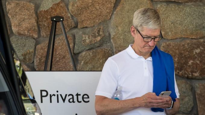 被控故意讓舊iPhone手機變慢 蘋果同意5億美元和解(圖:AFP)