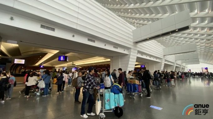 機場防疫車隊4日上路 專載居家檢疫者 違者最重罰百萬。(鉅亨網資料照)