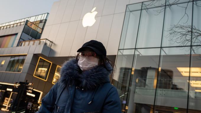 蘋果供應鏈吃緊最新跡象 直營店被告知iPhone替換機缺貨。(圖:AFP)