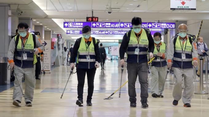 桃園機場旅運量雪崩式下跌 單日跌破2萬人次關卡。(圖:AFP)