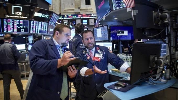 美股短線仍將劇烈震盪。(圖:AFP)