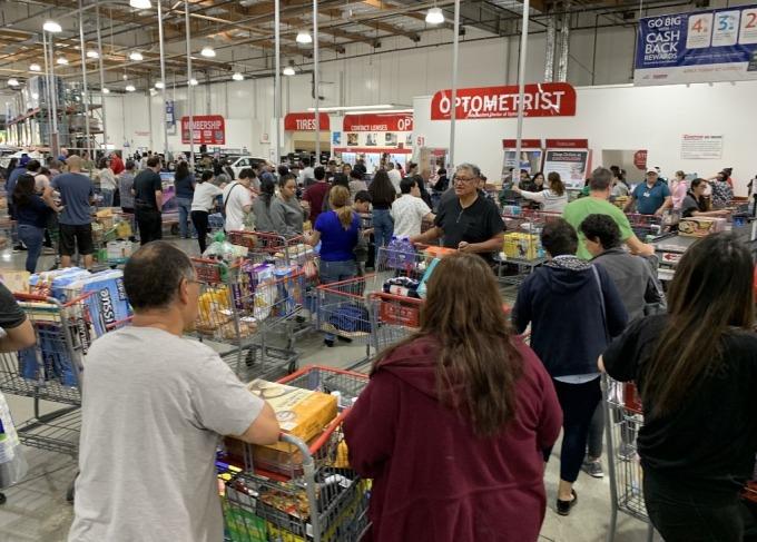 搶購現象在各地出現 (圖: AFP)
