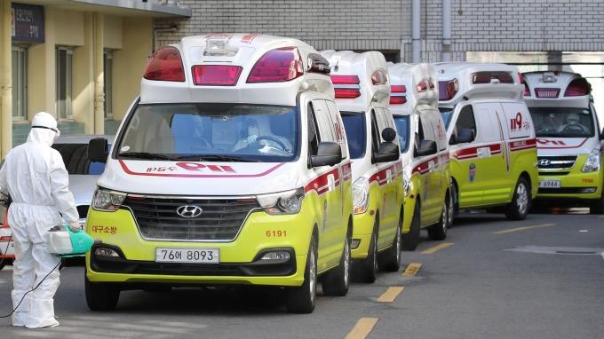 南韓武漢肺炎確診新增309人 日擴大南韓遊客入境管制 (圖片:AFP)
