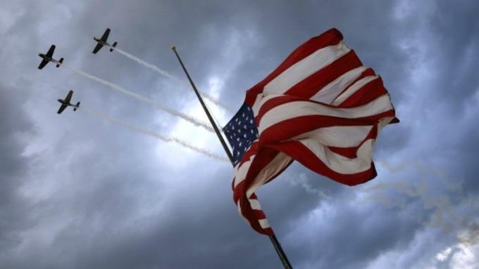〈美股盤後〉最後1小時大反彈 道瓊結束狂野一週跌逾 250 點。(圖片:AFP)