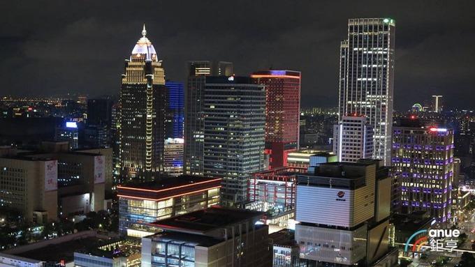 信義區指標豪宅個案「55TIMELESS 琢白」高樓層戶戶外景觀。(鉅亨網記者張欽發攝)