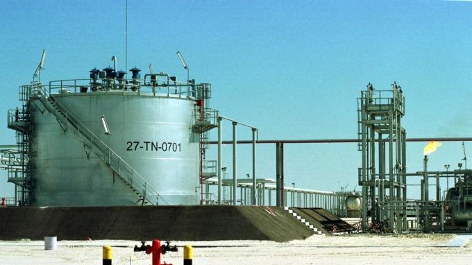 減產協商破裂增產在即 油價亞洲盤崩逾20% (圖片:AFP)