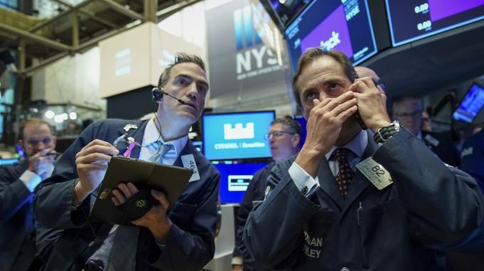 原油取代疫情成焦點 市場悲觀:油價不回升 美股只能陪葬 (圖:AFP)
