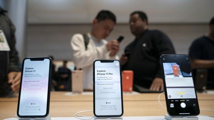 疫情衝擊iPhone 11供應 紐約蘋果商店:不知何時會進貨 (圖:AFP)