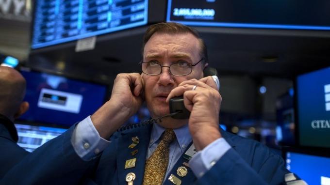 美股標普期貨跌停失去參考價值 開盤恐見逾5%急跌風險(圖:AFP)