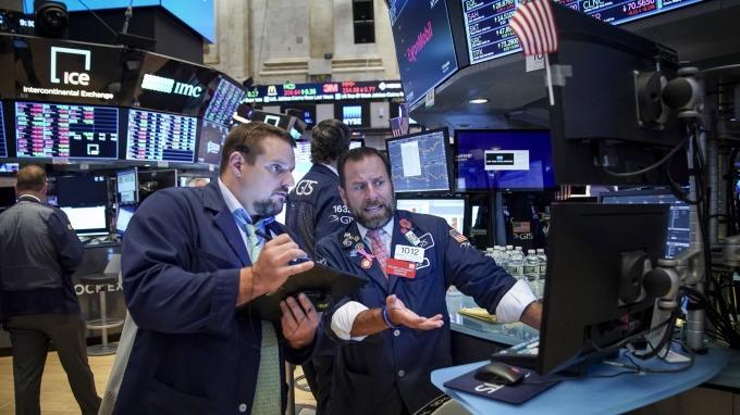 VIX 飆40% 美股熔斷暫停交易 股民靜心跌幅收斂 (圖片:AFP)