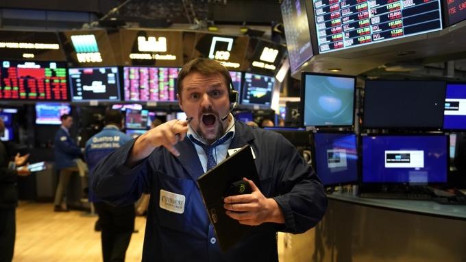 史上第三差! 標普500 ETF重跌7.8%  (圖片:AFP)