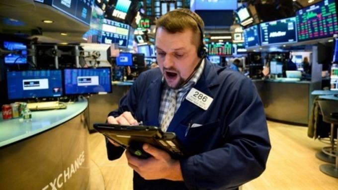 10年期美債期貨價格跌停!觸熔斷機制 (圖片:AFP)