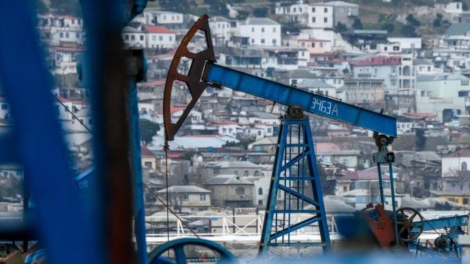 油價閃崩,新興亞洲可望撿到「油槍」,法人建議逢低布局。(圖:AFP)