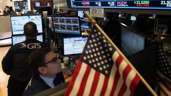 經濟衰退風險投資如何防禦? 美銀列八大法則。(圖:AFP)