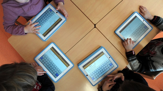日經:線上學習商機帶動 蘋果計畫提高iPad產能20% (圖:AFP)