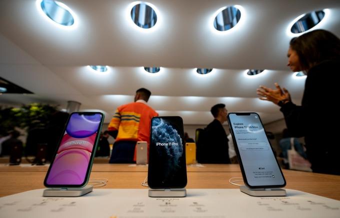 LG 手機用 OLED 面板全球市占突破 1 成 三星仍穩坐寶座 (圖片:AFP)
